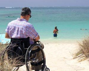Abuso legge 104 sedia a rotelle spiaggia